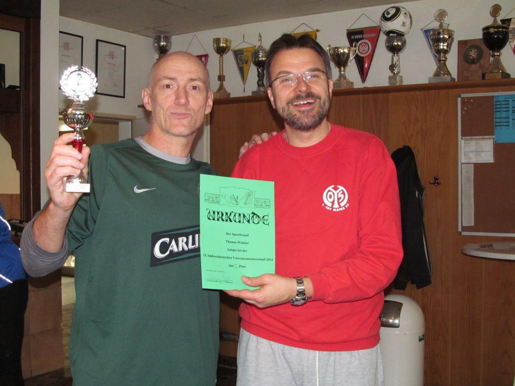 Veteranenmeistern Thomas Winkler (links) mit         Spielleiter Stephan Thiele